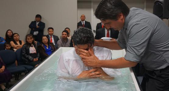 Rafael Soto, pastor of four district churches, baptizes Héctor Albino Hernandez Dubon, who attended a home church sponsored by the Richmond Evangelistic Center.