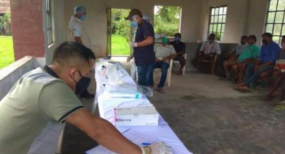 ADRA collaborates with local health authorities to support a mass COVID-19 testing in the tea gardens of Assam, India (Photo courtesy: ADRA in India)