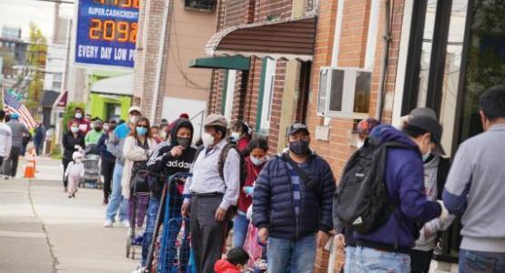 Algunas semanas, los miembros de la iglesia El Faro de la Conferencia de Nueva Jersey en Cliffside Park alimentan a más de 1,000 personas.