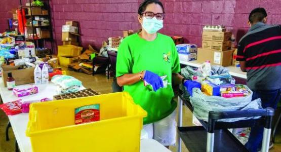 As part of the Todos Comemos ministry, volunteer Yimena Espinel prepares food for the recipients