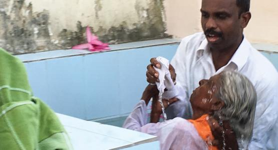 Swamidas Johnson, director of Hope Channel India, baptizes one of the many candidates that attended the 10-day evangelistic series held in the Vyasarpadi district of Chennai, India.
