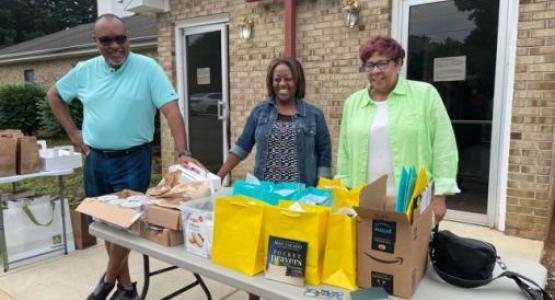 Leesburg church members adopt a local school