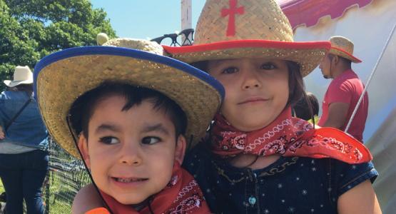 En Cactusville, los niños aprenderán que todos nosotros hemos sido llamados a seguir a Jesús ... Llamados a ser diferentes, a ser  eles, a perdonar, a servir y a dar.