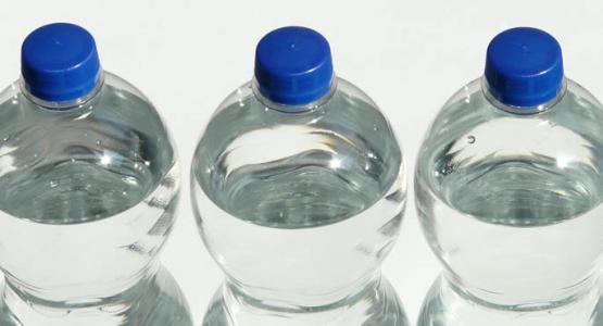 Photo of waterbottles by Hans on Pixabay