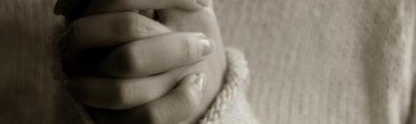 Praying Woman Hands by Long Thiên from Flickr