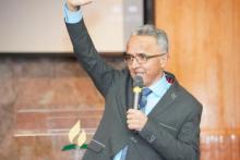 """Alex Grajales, Coordinador de """"Hispano de Oración"""" de la Conferencia de Nueva Jersey, habla durante una parada de la caravana en Nueva Jersey. Foto por Jorge Pillco"""