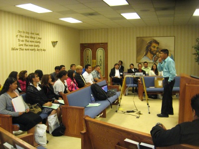 "Walter Cardenas, Youth Ministries director for the Mountain View Conference, helps to present ""Ministerio Juvenil en el Siglo 21"" (21st Century Youth Ministry)."